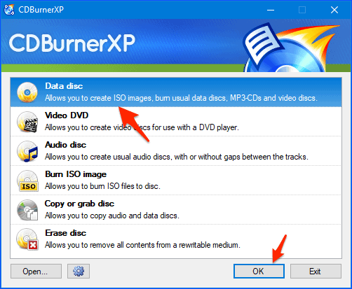 the CDBurnerXP start window with an arrow pointing to Data disc